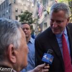 Gabe Pressman questions Mayor Bill de Blasio.